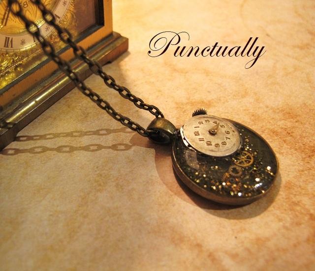 巻けないねじまき時計のペンダント(pt-061)