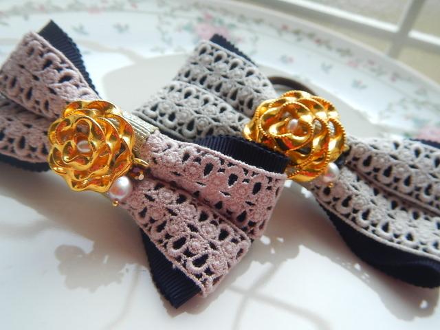 シンプル&フェミニン 着せ替えリボンの付いたグラマラスヘアゴム 二色セット