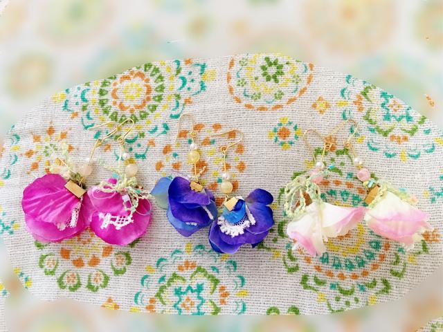 花びらのピアス(濃いピンク)