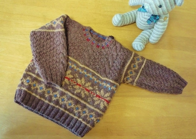 子供用 編込みと縄編み模様のセーター