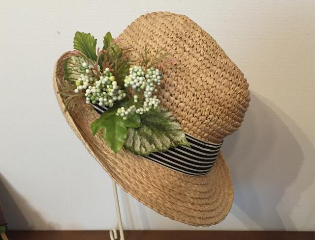 実付きアイビーのラフィアの帽子