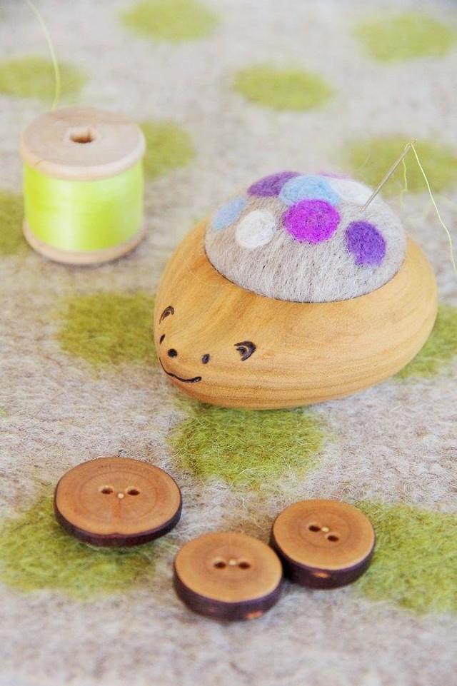 羊毛ピンクッション【針山】 はりねずみくん ふわふわ水玉 水色