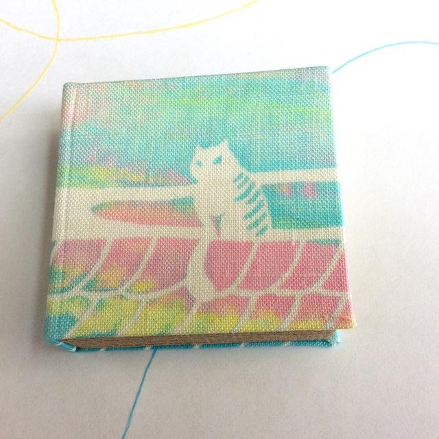 本の箱 「朝焼け空猫」布張り 小物入れ ...