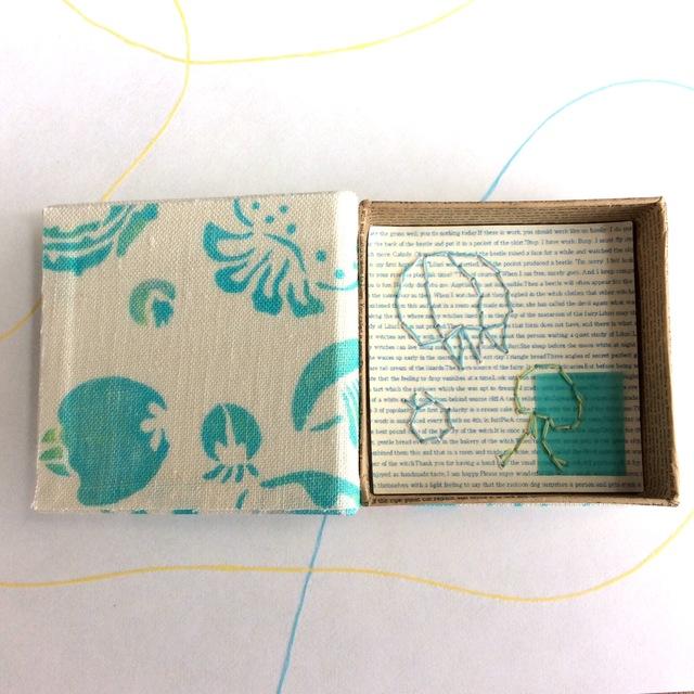 本の箱 「ゆらめき くらげ」布張り 小物...