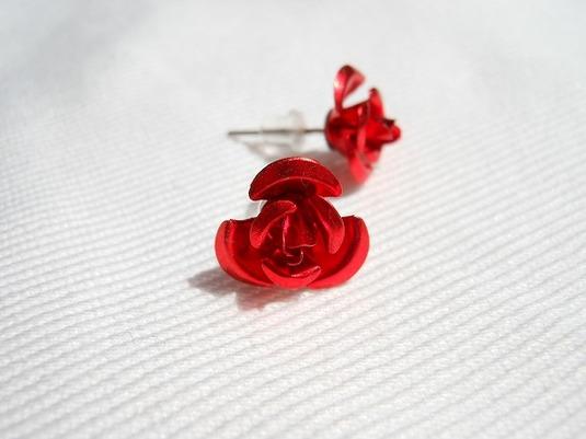 真紅の薔薇 スタッズピアス