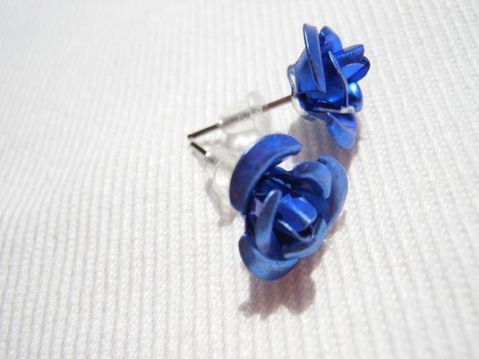 青い薔薇 スタッズピアス
