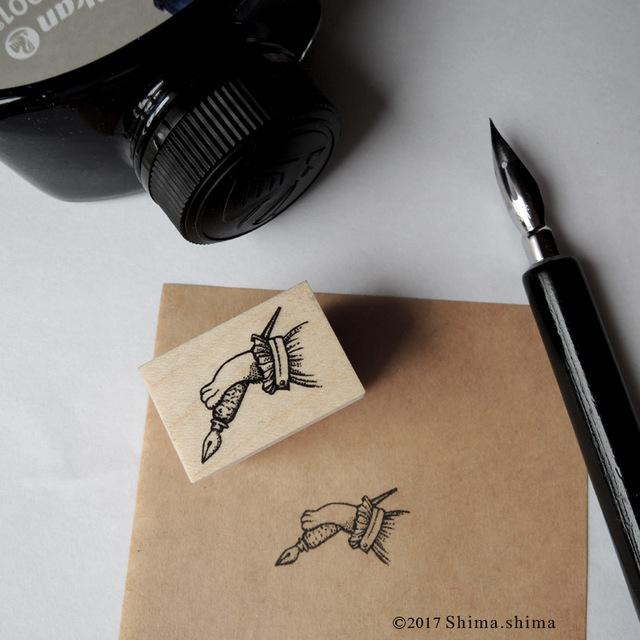 ペンを持つ猫足はんこ