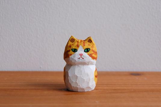木彫り人形 ネコ 茶×白 [MWF-010]