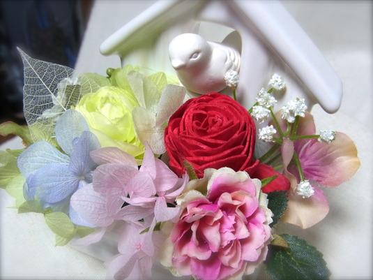 花いっぱいの小鳥のお家