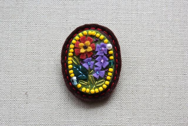 アンティーク風フェルトブローチ アルプスの花
