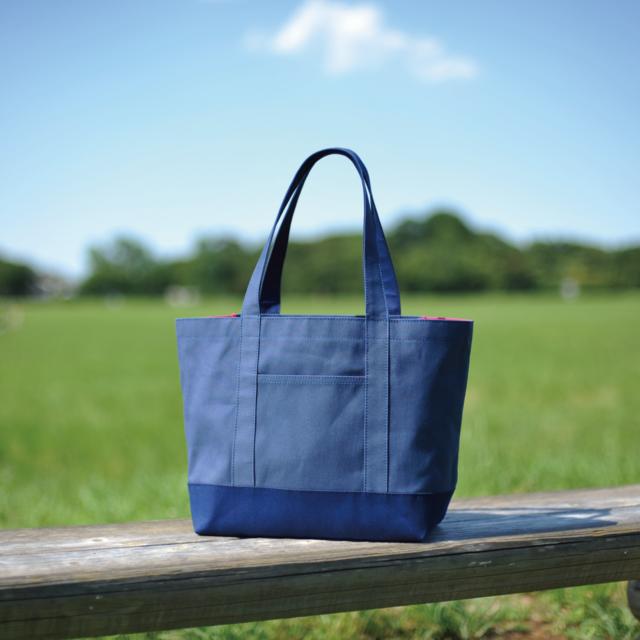 ★フラップで荷物をカバー★A4サイズ★ブルー+ネイビー×マゼンタ 11号帆布トートバッグ