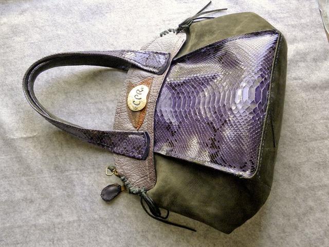 本パイソン革とヌバックのバッグ