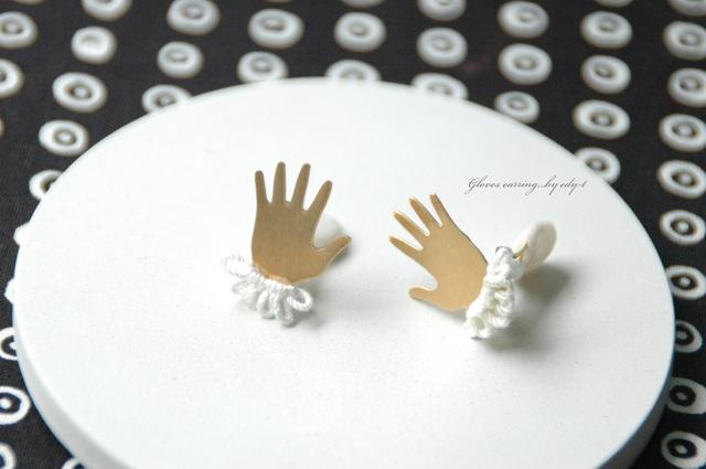 gloves earring/white