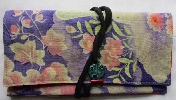 送料無料 花柄の着物で作った和風財布...