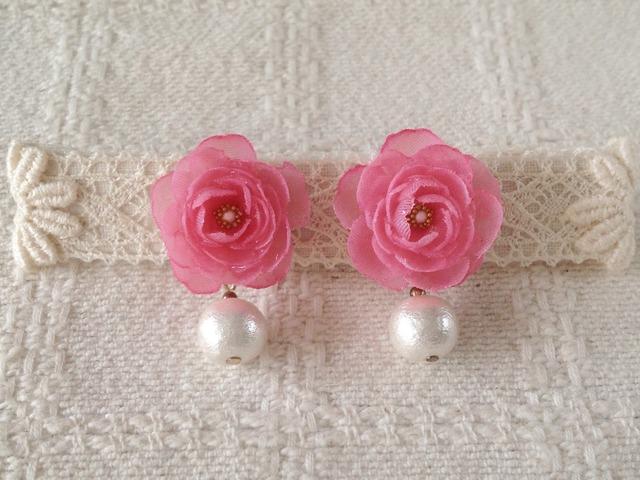 コットンパールと染め花を樹脂加工したピアス(ピンク)