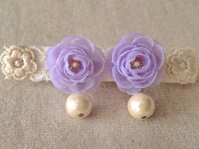 コットンパールと染め花を樹脂加工したピアス(薄紫)