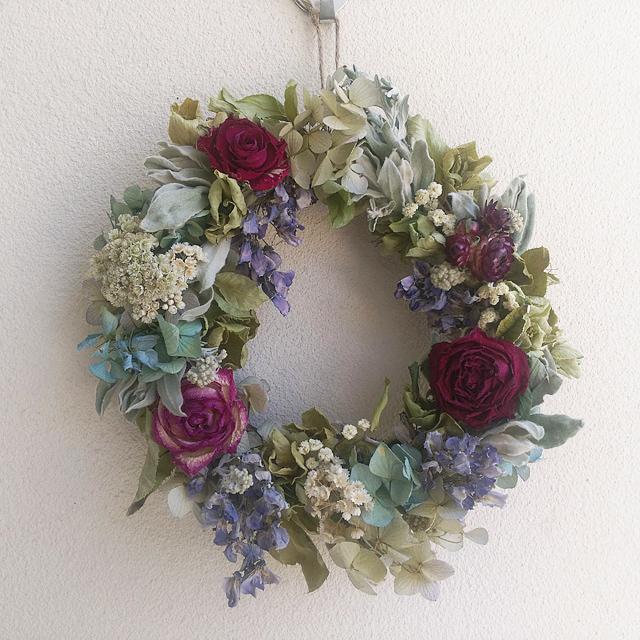 紫の薔薇のリース