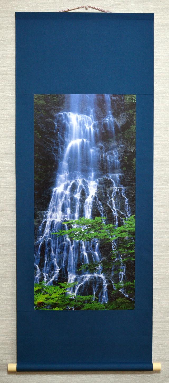 掛け軸 「滝と青葉」
