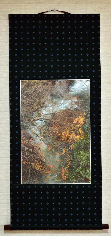 掛け軸「晩秋の渓谷」