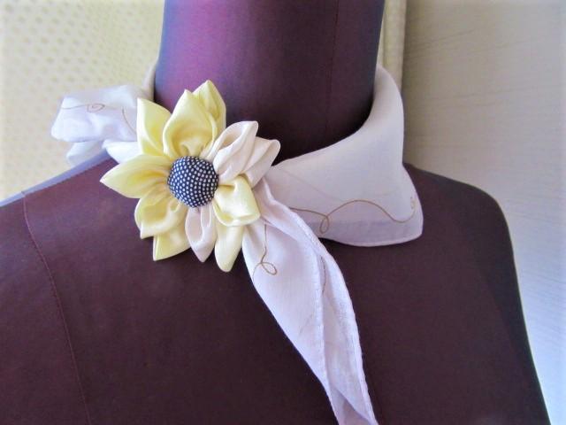 ひまわりの花のワンポイント飾り ハンカチ留め アクセサリー