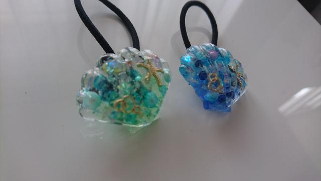 輝く海の貝殻ヘアゴム