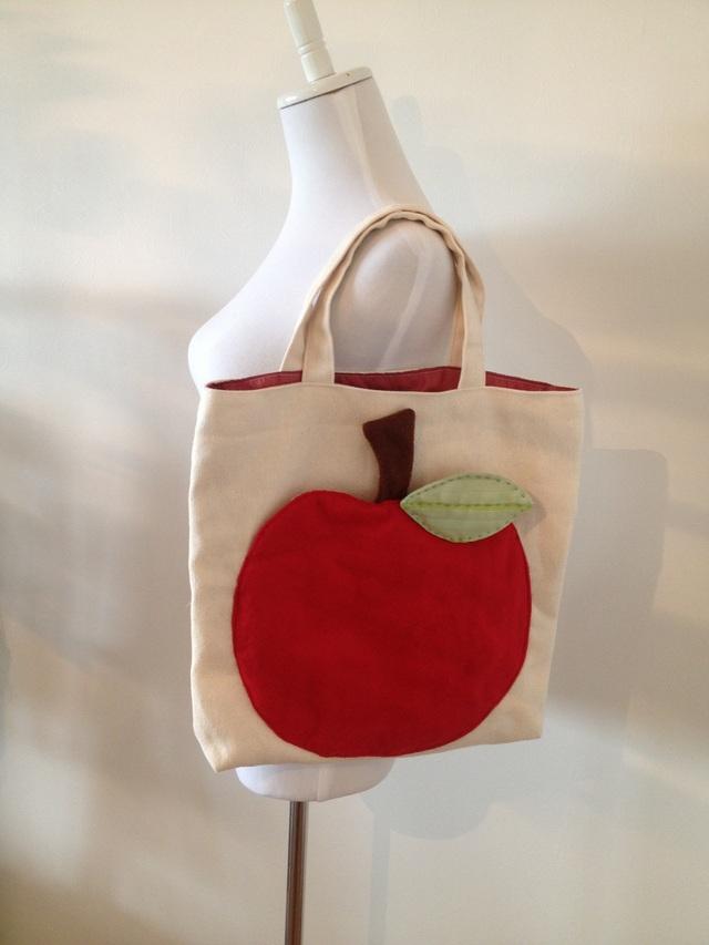 《Mさまオーダー》りんごポケットのトートバッグ