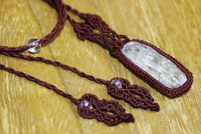 ヒデナイトのマクラメ編み 天然石ネックレス