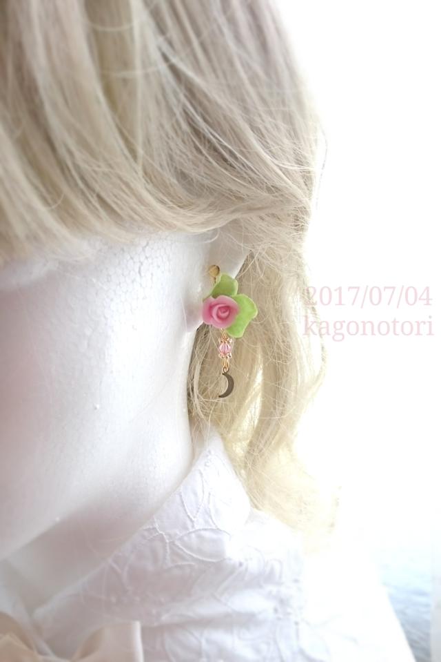 薔薇と月の片耳イヤリング【B】