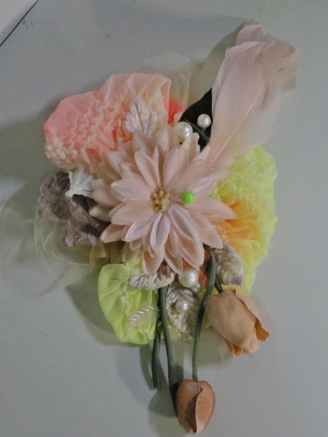 パステルカラーの絞りのリボンとお花の...