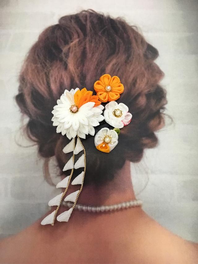 b1f44bbd7178f 白×オレンジ×ピンク☆成人式・卒業式 着物・和装 髪飾り (クリップ&コサージュ