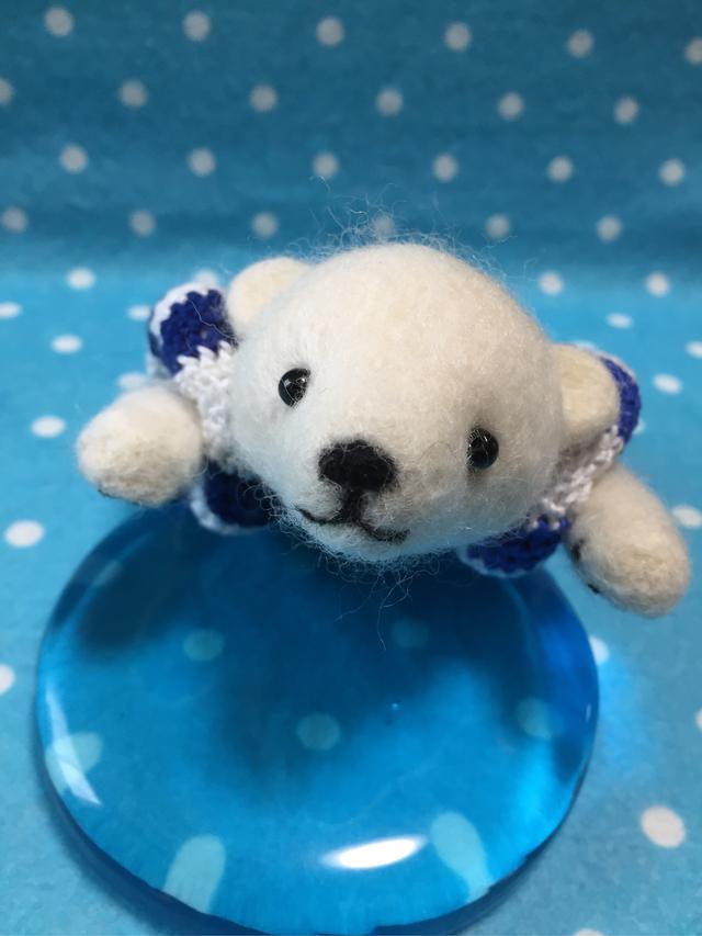 羊毛フェルト 泳ぎの練習クマ君