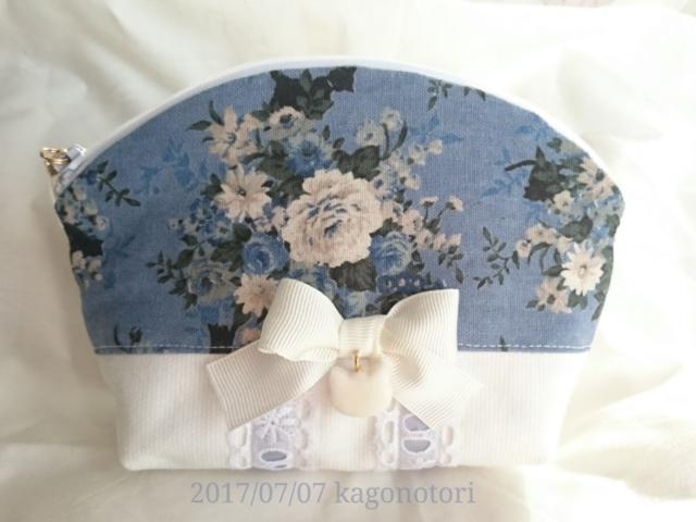 花と黒猫ポーチ(青×白)