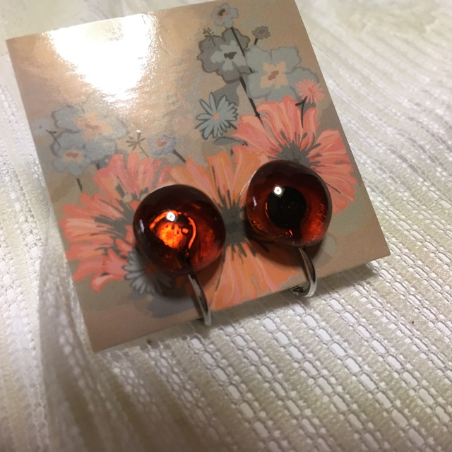 フュージングガラスのイヤリング