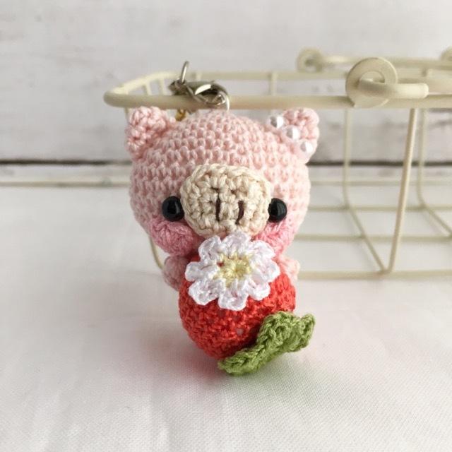 【受注生産】赤イチゴ・淡ピンク色ブタさん*鈴付きイヤホンジャックストラップ