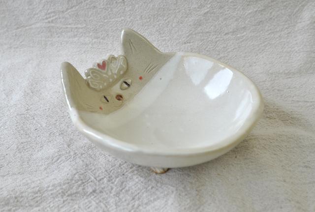 猫の三つ足小鉢 QUEEN!