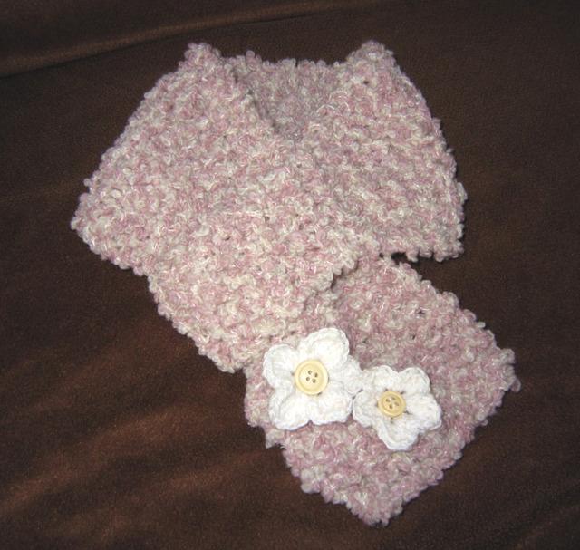 u01_うすピンク&白 お花のもこもこマフラー 子供キッズマフラー ぷくぷくループ毛糸
