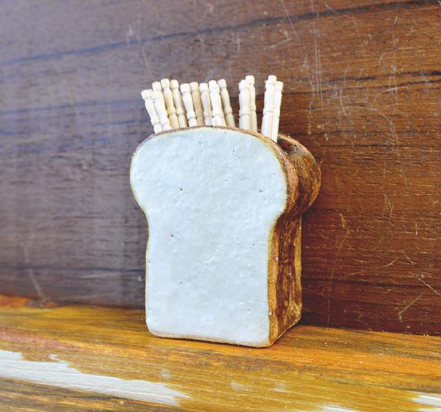 厚切り食パンの爪楊枝立て