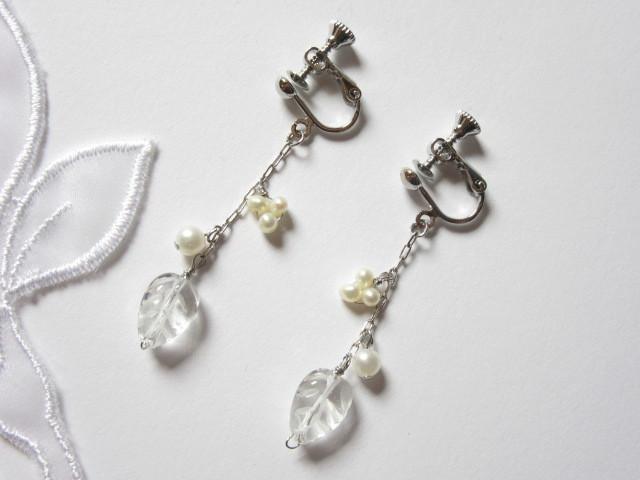 水晶リーフとパールのイヤリング(ピアス)