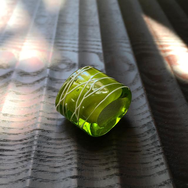 とんぼ玉 帯留め(三分紐用)深黄緑白ライン 手作りガラス