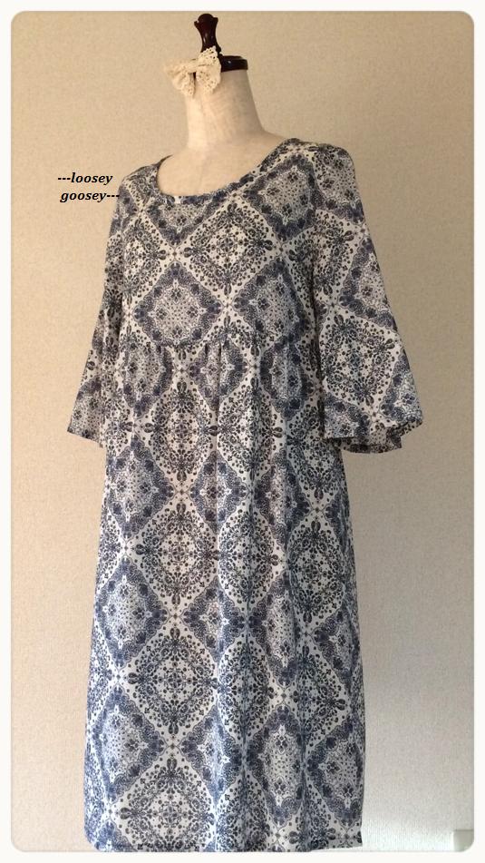 シンプルペイズリー柄/ゆったり七分袖のワンピース/ホワイト
