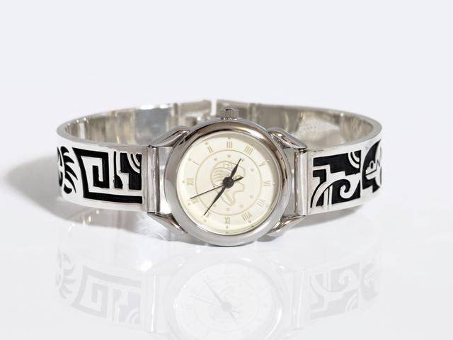 クマとベアーパウのシルバー製腕時計・W004