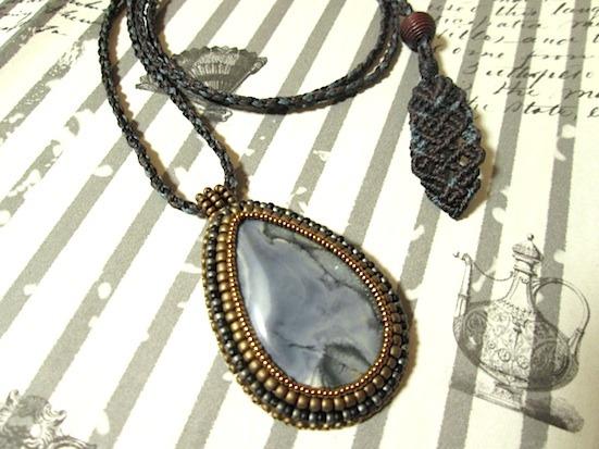 T様ご予約品:ビーズ刺繍の天然石ペンダント 052