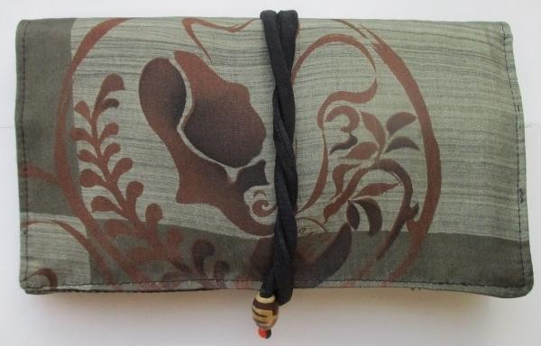 送料無料 羽織の裏地で作った和風財布...