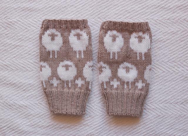 【momoruriさまリクエスト品】手編みの指なしミトン ひつじ モカ×ホワイト