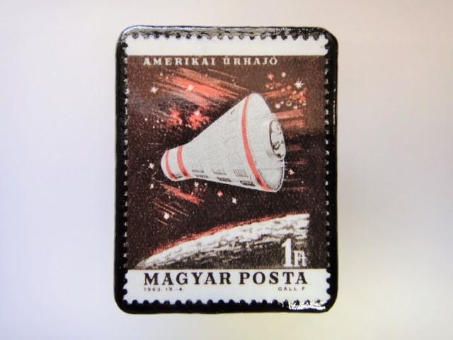 ハンガリー 宇宙切手ブローチ 2718