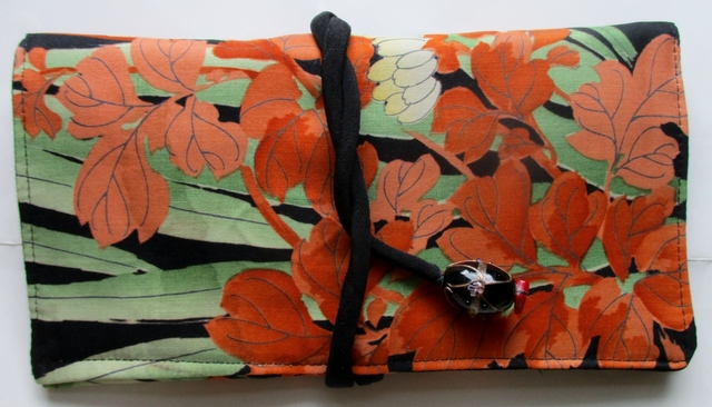 送料無料 花柄の帯で作った和風財布・...