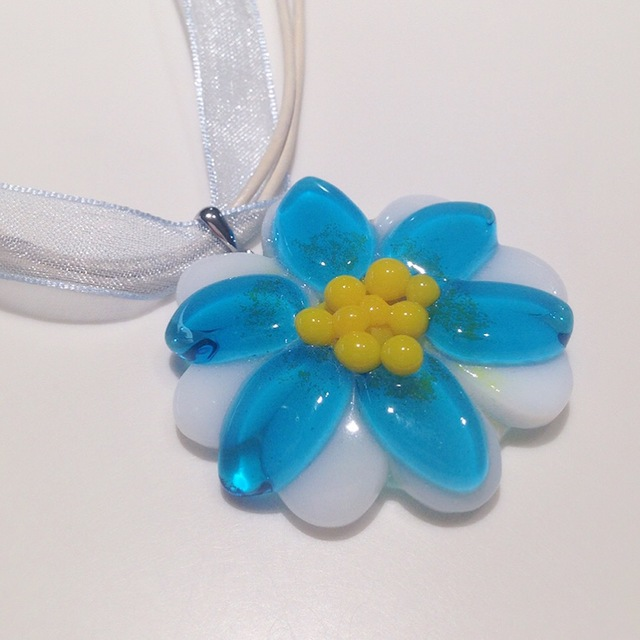ガラスのお花のネックレス(ブルー)