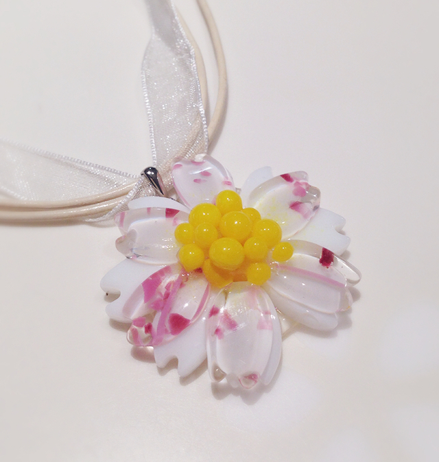 ガラスのお花のネックレス(桜)