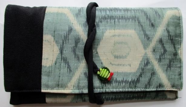 送料無料 銘仙の着物で作った和風財布...