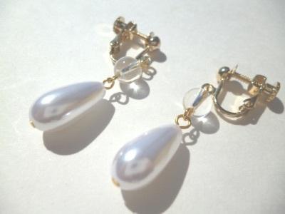 水晶・パールのイヤリング